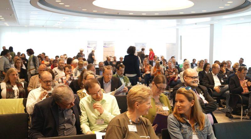 Breites Fundraising-Programm beim Fundraising Forum Frankfurt