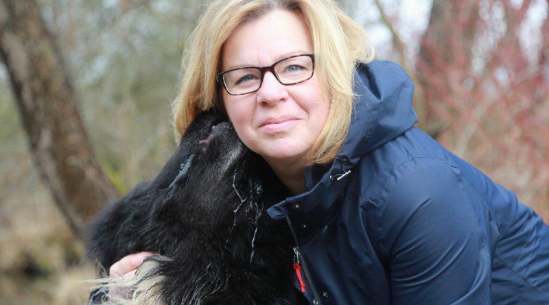 Stipendiatin Angela Zimmermann mit Hund