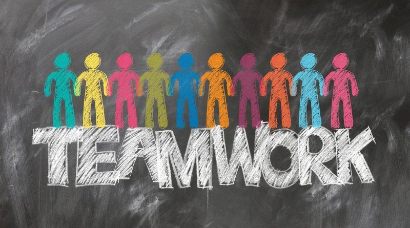 Tafel mit dem Wort Teamwork