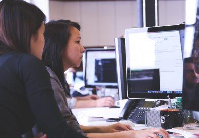 Agenturmitarbeiter am Schreibtisch